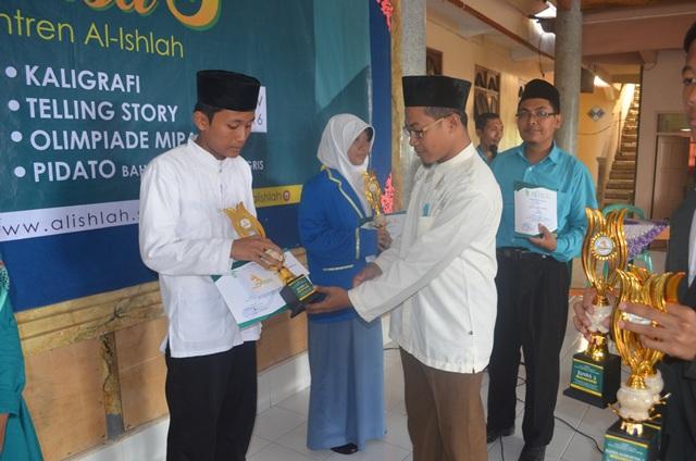 Pemenang Lomba Juara 2 MTQ Cabang Syarhil Qur'an
